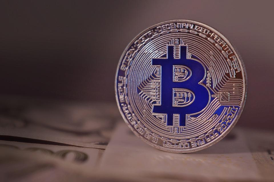Bitcoin perde quota: boom di vendite negli Usa per non pagare le tasse
